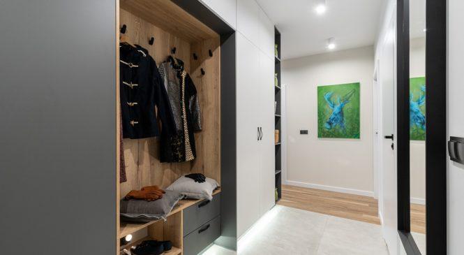 Дрешник за коридор – с какво е по-добър от малките портманта